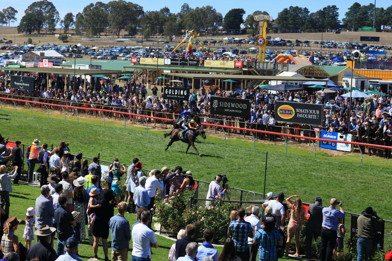 Oakbank Easter Racing Carnival, Adelaide Hills