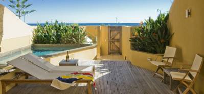 b2ap3_thumbnail_Beach-Suites-beachfront-studio-with-plunge-pool.jpg