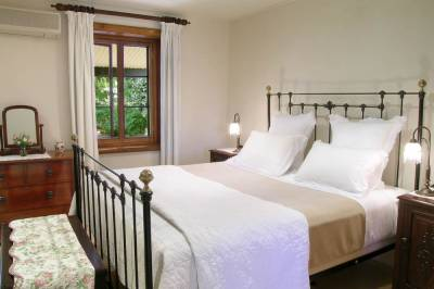 b2ap3_thumbnail_Seppeltsfield-Vineyard-Cottage-bedroom.jpg