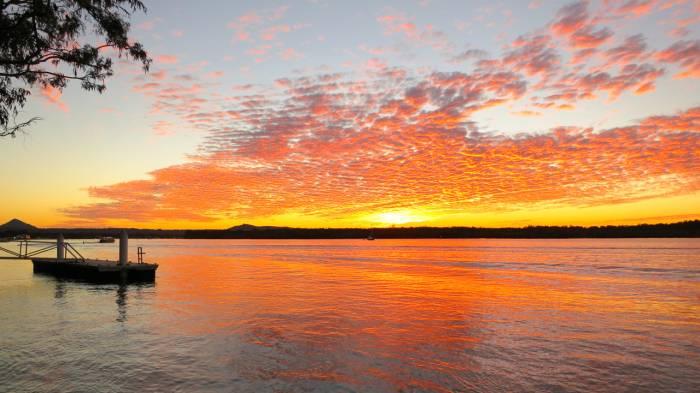b2ap3_thumbnail_Noosa-Dreamboats-sunset-across-the-Noosa-River1.jpg