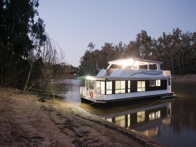 Houseboats and Paddlesteamer