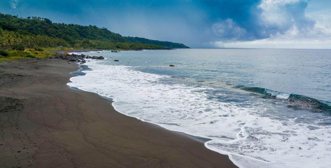 Iwaru Beach