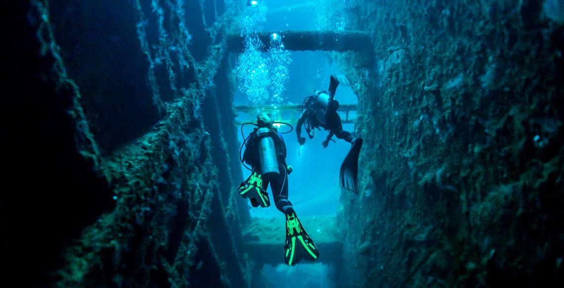 VTO0049 Dive the wrecks 1