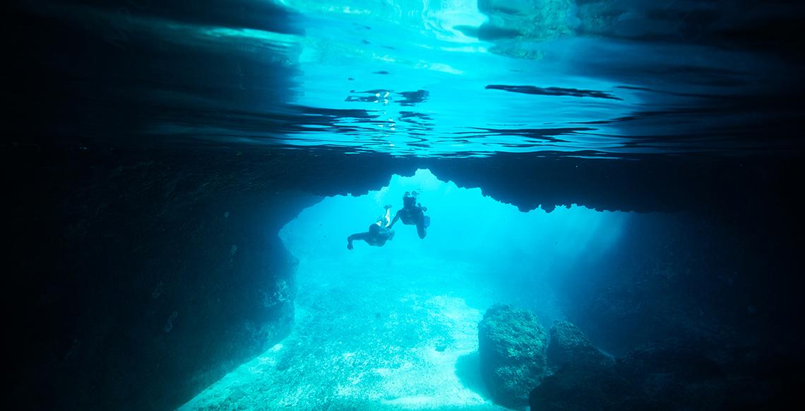 VTO0049 Snokel in Tanna Blue Cave
