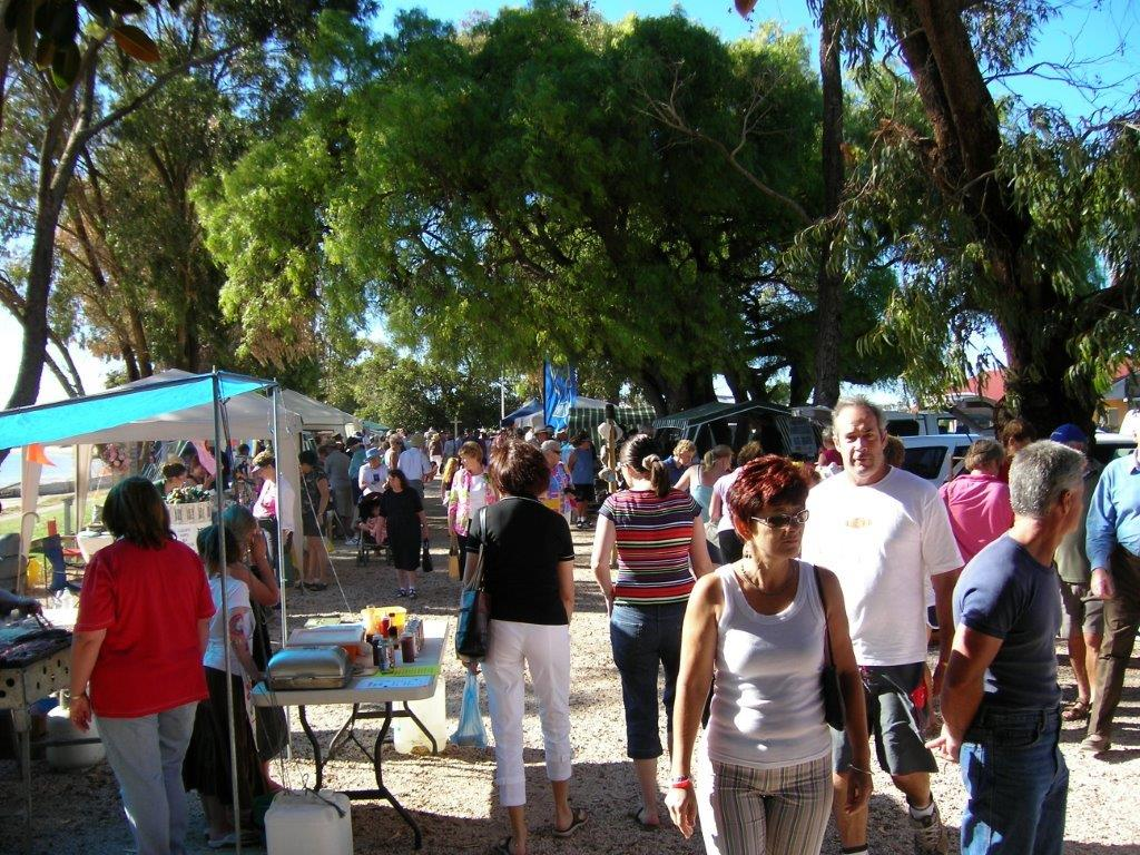 Crowds turn up for the markets