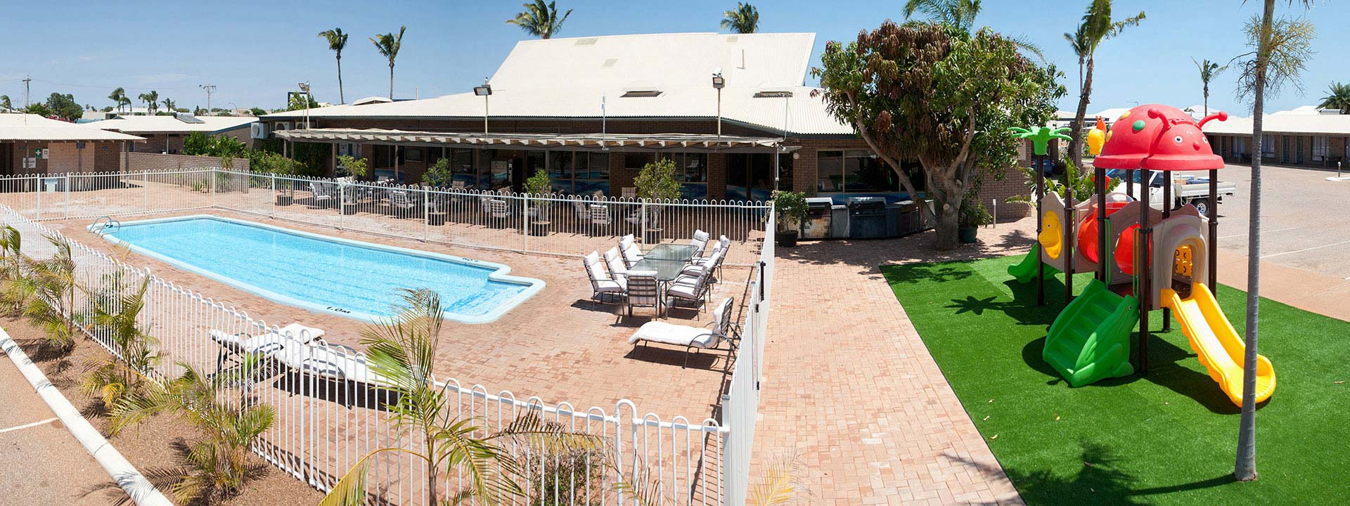 Experience a very warm welcome to Carnarvon Motel