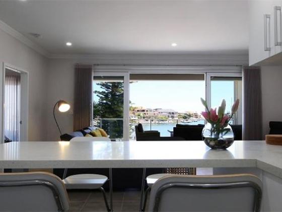 Boardwalk Apartments Marina View - Perth Holiday Stays
